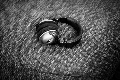 headphones-music-listen-mp3-audio-968781.jpg