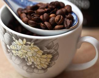 coffee-coffee-beans-grain-coffee-674563.jpg