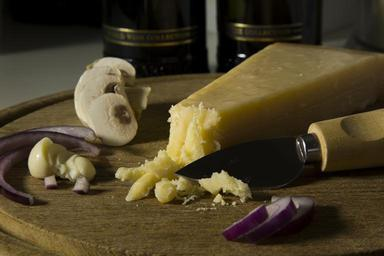 cheese-board-cheese-food-1101437.jpg