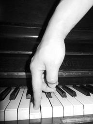 keys-piano-music-639275.jpg