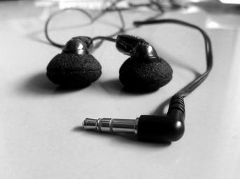 music-earphones-melody-design-680561.jpg