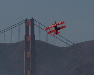 golden-gate-bridge-plane-1186849.jpg