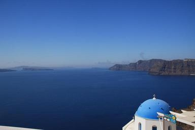 Gorgeous-Santorini-scene-in-the-late-afternoon.jpg