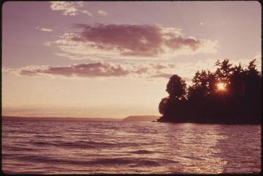 SUNSET_ON_PUGET_SOUND_NEAR_MARYSVILLE_-_NARA_-_552319.jpg