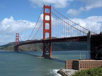 Golden gate bridge and fort point in San Francisco.jpg