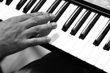 piano-music-keyboard-hand-touch-1483744.jpg