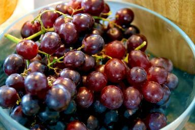 grapes-fruit-eat-food-table-grapes-668677.jpg