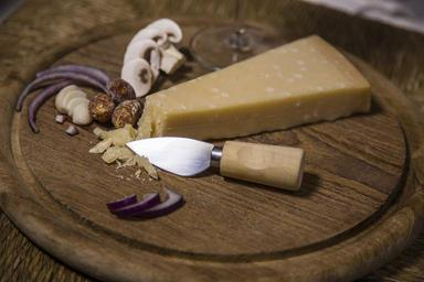 cheese-cheese-board-dinner-food-1101473.jpg