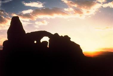 Sunset_Turret_Arch_Arches_National_Park_Utah_USA.jpg