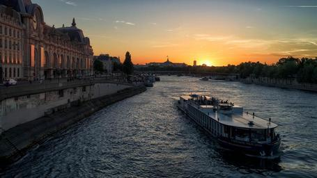 Sunset_on_the_Seine.jpg